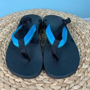 CHACO size 11 Black & Blue Hipthong Sandals READ